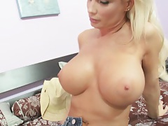Drunk Diamond Foxxx is looking for big dick satisfaction