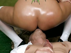 Trina sits on guys face while he eats her ass