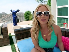 Blonde milf Austin Taylor showing her big ass in tight hotpants shorts outdoors