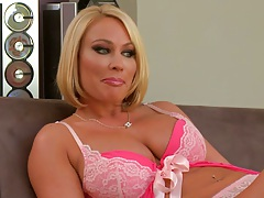 Blonde milf Mellanie Monroe in bras and panties blowjob