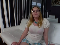 Milf A.J. Bailey takes off her bra and shows her ass with gaped anus