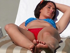 Getting some sun in public with amateur Evelyn Lacie in biki