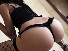 Guy films as his gf does a birthday striptease